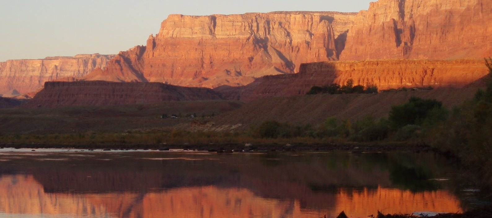 nice stretch of flat water at the Grand Canyon